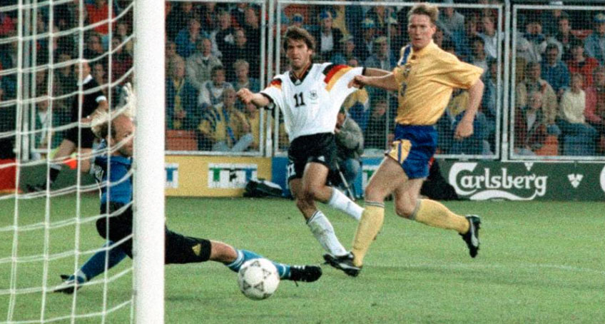 Karl-Heinz Riedle marca contra a Suécia na semifinal da Euro 92. FOTO: Acervo UEFA